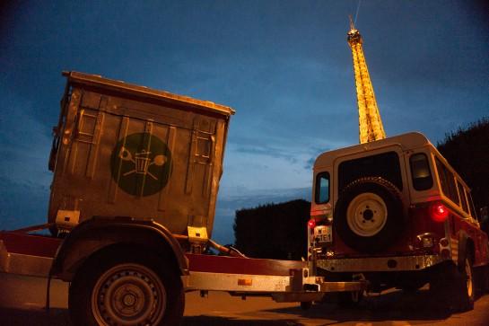 Das Wastemobil vor dem Eiffelturm, Paris.
